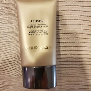 ❤️Hourglass Illusion Skin Tint